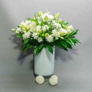 זר קלאסיק וויט - לה ולי פרחים