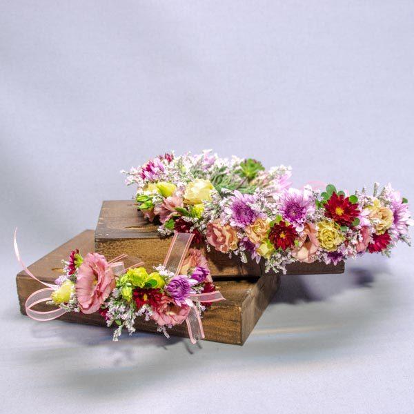 זר פרחים לראש עם צמיד תואם - לה ולי פרחים