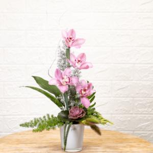 לה ולי פרחים - סידור פרחי סימבידיום בכלי זכוכית